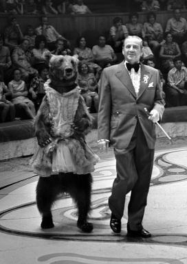 Валентин Филатов, артист цирка, дрессировщик, народный артист СССР (1969) также происходил из цирковой семьи...