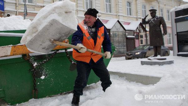 Уборка снега на улицах Томска