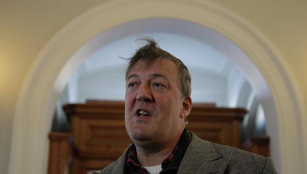 Британский актер Стивен Фрай в Мариинском дворце перед встречей с депутатом Виталием Милоновым