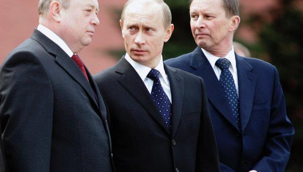 Премьер-министр Михаил Фрадков, президент России Владимир Путин и министр обороны РФ Сергей Иванов
