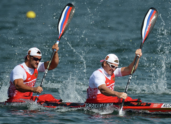 Гребцы Юрий Постригай и Александр Дьяченко принесли России 16-ю золотую медаль Олимпийских игр в Лондоне, победив в соревнованиях байдарок-двоек.